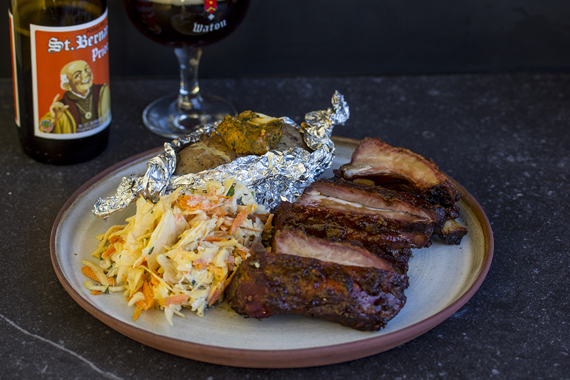 Spare ribs with coleslaw and potato